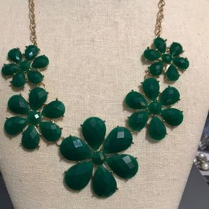 """20"""" green lucite flower necklace"""